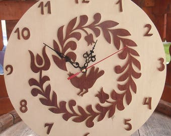 Wooden wall clock: the small bird and the tulip