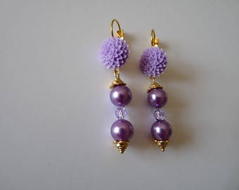 """EARRINGS """"lilac pearls duo"""" on Golden sleeper adorned with a lilac flower"""