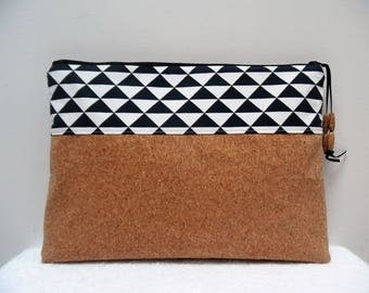 Zipped hand clutch in Cork and graphic fabric