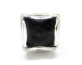 Ring globe square black feathers
