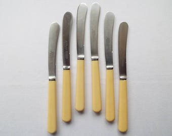 Vintage Butter Knives, Complete Set Of 6. 1940s Vintage Tea Knives. Sheffield Stainless Steel, Cream Plastic Handles. Great for a Tea Party!