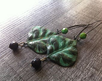 Dangling earrings bead faceted black and green, pretty green patina leaf