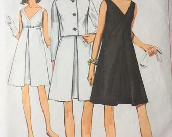 1960s dress and jacket sewing pattern. Inverted pleated V neck midi dress. Collarless jacket button fronted. Size 16 Bust 36 Simplicity 7390