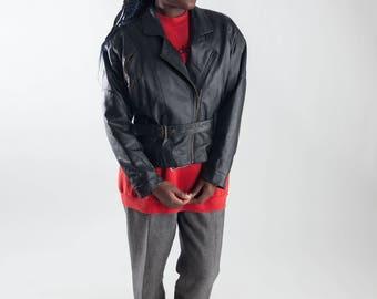 Vintage shoulder pads moto jacket / Eighties cropped leather jacket / 80s leather biker jacket / Ladies black pigskin jacket / Size S