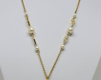 Charming gold tone necklace with faux pearls and pendant