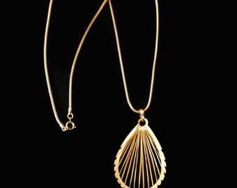 Modern Tear Drop Wire Wrapped Pendant Necklace In Gold Tone, On Snake Chain