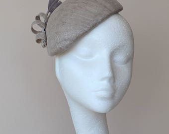 Grey beret with arrow head feathers. Grey wedding hat. Grey Ascot hat. Grey Derby hat. Gray wedding hat. Gray races hat.