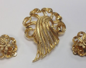 Lisner Vintage Scroll and Drape Brooch and Clip on Earrings