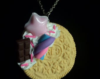 Decoden Vanilla Oreo Necklace