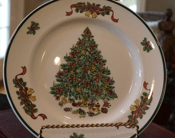 Vintage Johnson Brothers Victorian Christmas Dinner Plate/ 1992/ Designed by Susan Kennedy/ Made in England