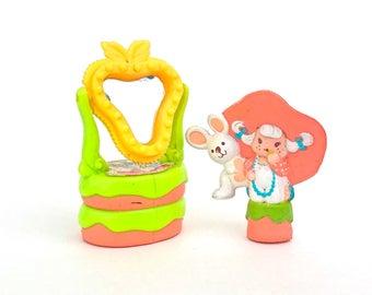 Apricot & Hopsalot Play at the Vanity | Vintage Deluxe Strawberryland Miniature Set | Mini Strawberry Shortcake PVC Plastic Figurine