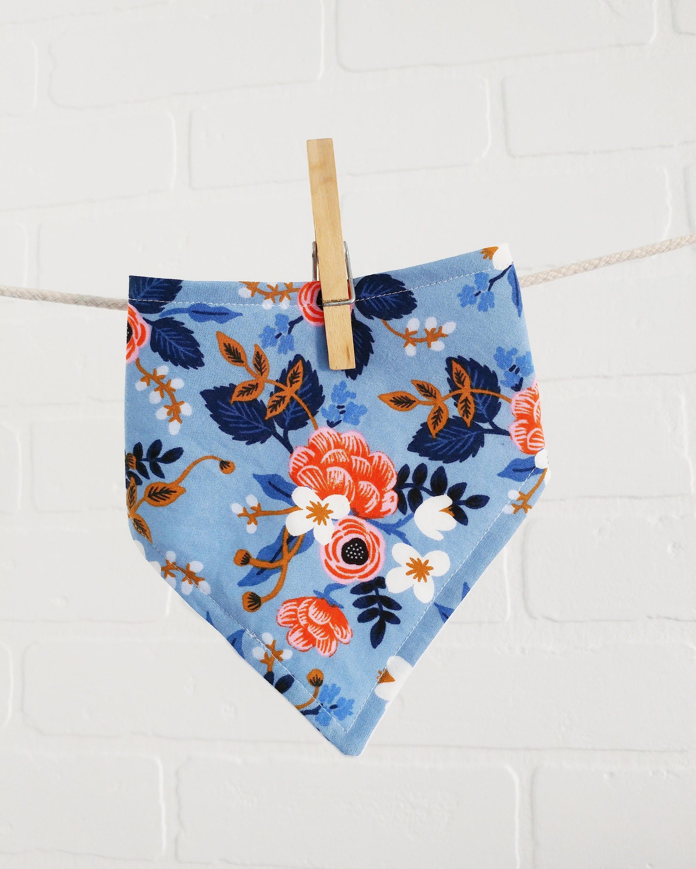 bavoir bandana floral periwinkle bavette nouveau ne cadeau. Black Bedroom Furniture Sets. Home Design Ideas