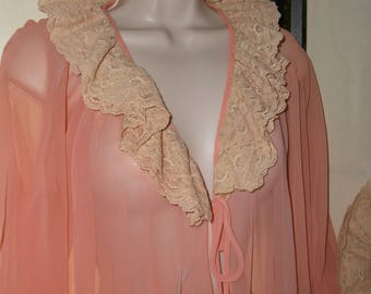 Vintage 1950s/1960s robe dressing gown old Hollywood coral pink one size fits all; sheer nylon crepe beige lace collar and cuffs; pinup gift