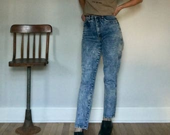 80s stone wash mom jeans// High waist skinny tapered leg faded blue cotton denim pants// Vintage Rio//Women's size 27 W small 5 6 USA