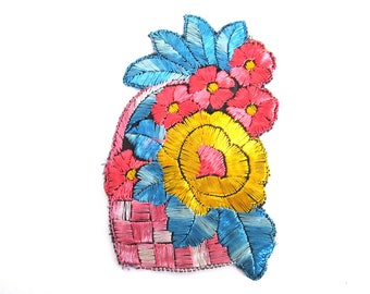 Silk Flower Basket applique 1930s Vintage Embroidery Floral Patch Sewing Supply. #6A8G43KB