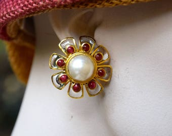 CHANEL 1980 Gripoix Pearl and Clear Glass Daisy Earrings