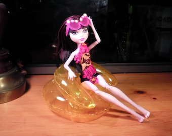 Monster High beach outfit with inflatable chair