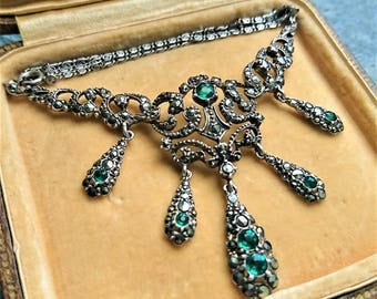Gorgeous collier from the first part of the 20th centrury set emerald colored paste and marcasites. Bib or fringe necklace.
