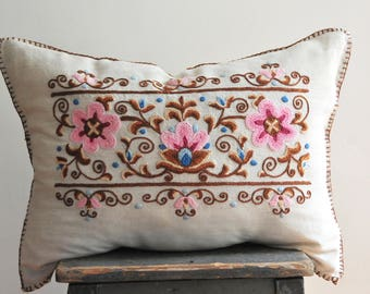 Vintage embroidered pillow, vintage embroidery, floral pillow, linen pillow, floral linen pillow case, pink floral pillow, throw pillow