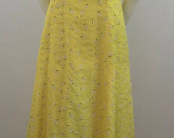 Vintage Full-Length Yellow Prairie Dress with Floral Print/Size 6-Small