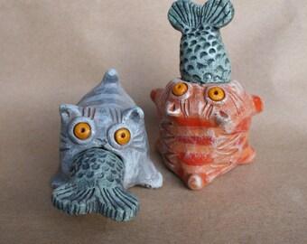 Ceramic statuette, cat statuette, Figurine Cat with fish, ceramic cat, cat eating fish, Funny cat, kittens, little kittens, glutton cat