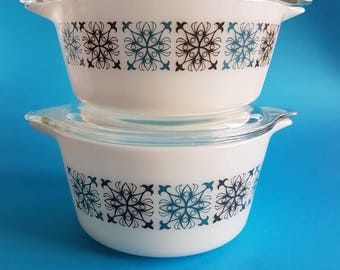 Two JAJ Pyrex Dishes with Lids in Chelsea Design - Snowflake Vintage Retro