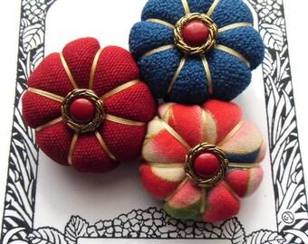 AURIANE - Les Yoyos de Calie - Japanese fabric pumpkin flowers brooch asiatic hippy chic hobo red burgundy navy blue gift woman christmas