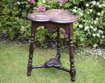 Antique table,trefoil table,occasional table,victorian,carved oak,solid oak,solid wood,vintage,wood carving,side table,small table,stunning