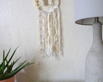 Attrape rêves écru dentelle laine papillon fleurs / dream catcher / déco bohème romantique boho