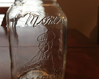 Vintage Mom's Mason Jar - Quart Jar - Small chip on the rim - Not for canning - Decorative or storage only