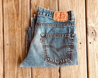 "Levi's 550 30"" Medium Wash High Waist Vintage Jeans"