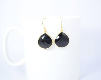 black onyx earring ,black color earring,black gemstone earring,heart shape earring ,hear shape dangle earring,gold plating earring,
