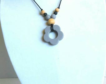 Silicone & Wood Teething Necklace for Mom to Wear - Wood Teething Necklace - Silicone Teething Necklace - Gray and Black - Flower Pendant