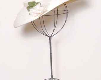 Vintage 50s platter hat / white chiffon floral hat / wide brim hat /  tilt hat / structured saucer hat / bridal hat