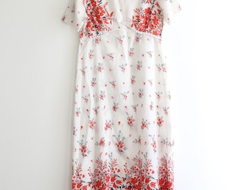 Vintage maxi in bohemian style, with 1970 's floral pattern, colourful, Boho, oriental