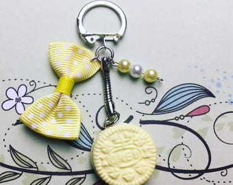 Pastel yellow Oreo - polymer clay keychain