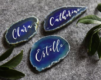 Agate Place Cards. Wedding Calligraphy Name Cards. Geode Wedding Favours. Blue Agate Slices. Wedding Place Card. Event Decoration.