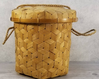 6-Sided Rope-Handled Lidded Market Carrying Basket Made in Taiwan