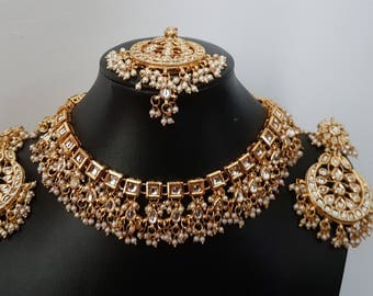 Gorgeous Indian kundan white beads bridal / non-bridal choker with mangtikka and earrings set (2)