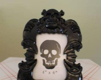 Black Skull & Bat Baroque Frame