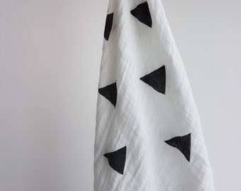 Black Triangle Swaddle