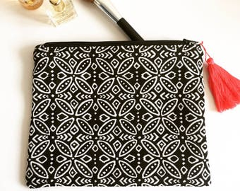 Jacquard print clutch, black & white