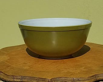 Pyrex Verde #403 Mixing and nesting bowl, 1960s              FREE SHIPPING