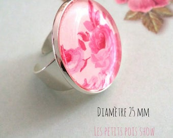 Ring cabochon style romantic shabby chic pink and white