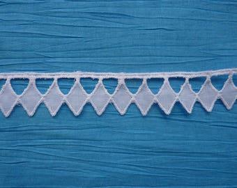 2 m of lace eyelet diamond-shaped