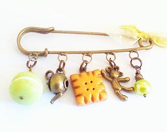 """brooch charms: """"pistachio macaroon for lovers"""""""