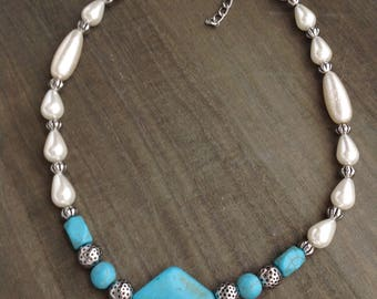 Turquoise Stone with Pearls Beaded Necklace