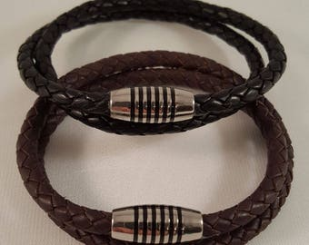 Great, simple nappa leather wrap bracelet for him with a chic fluted stainless steel magnetic clasp