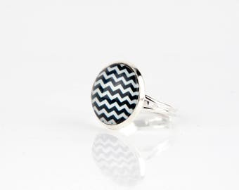 Black and white chevrons #1285 cabochon ring