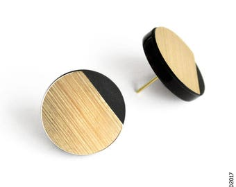 elegant graphic stud earrings - minimal modern design - everyday colour touch - LOU by alt&GO Paris - made in France